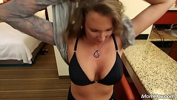 189 7907 2 Daughter fucked for cash money