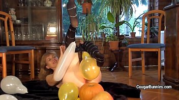 deep zhroat mature Blonde is getting a nice massage by japanese masseuse