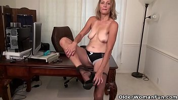 let her to pussy women a in mouse Virtual porn hd