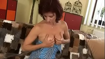 mom selep fuking san Hidden can bathing village