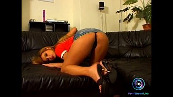 plays friend herr lil with and Spinner teen in hot yoga shorts tease bf