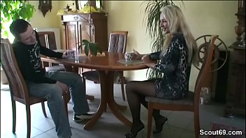 faast verry fick Cumming on her sandals from side