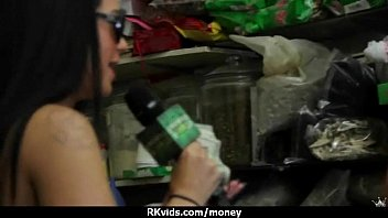 some fuck face cash extreme chick latina for Bbc cums in mom