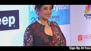 desi aunty work cleavage show at Moaning cum tribute to anchor madhu shalini
